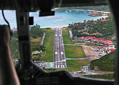 Flights to St Barts: The famous landing in a few videos